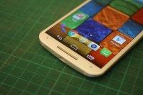 biały smartphone